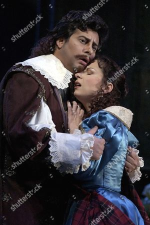 ALVAREZ DESSAY Tenor Marcelo Alvarez, left, of Argentina sings the role of Edgardo and coloratura Soprano Natalie Dessay, right, of France sings the role of Lucia during the first act at the Lyric Opera, in Chicago