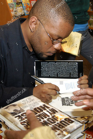 """BLAIR Ex-New York Times reporter Jason Blair autographs copies of his book, """"Burning Down My Master's House,"""" at Hue-Man Experience Bookstore & Cafe in New York's Harlem neighborhood"""