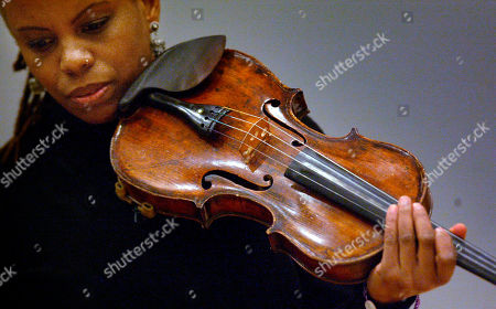 CARTER Jazz violinist Regina Carter pauses before performing during a hands-on master class as part of the Portland Jazz Festival, at Lincoln Recital Hall on the campus of Portland State University in Portland, Ore. Trained as a classical violinist, Carter switched to jazz as a teenager