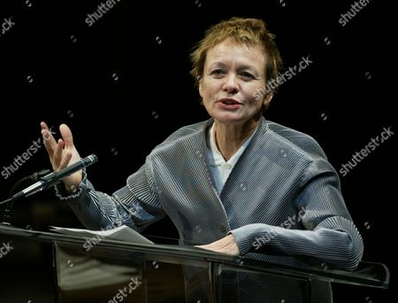 ANDERSON Performance artist Laurie Anderson pays tribute to actor and monologuist Spalding Gray, at a public memorial held at the Vivian Beaumont Theater in New York's Lincoln Center