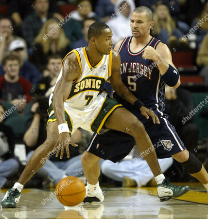LEWIS KIDD Seattle SuperSonics forward Rashard Lewis (7) drives around New Jersey Nets' Jason Kidd in the first period in Seattle