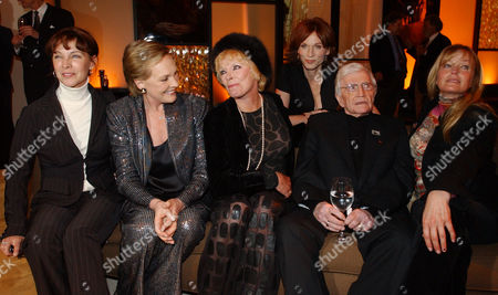 DEREK Director Blake Edwards, second from right, sits with Kathleen Quinlan, Julie Andrews, Elke Sommer, Marilu Henner, and Bo Derekleft, left to right, during a special reception for Edwards who will receive an Honorary Oscar at the 76th Academy Awards ceremony, in the Hollywood section of Los Angeles. The women all appeared in many of Edwards' films
