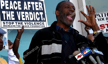 GRIFFIN Morris Griffin, chairperson of the Los Angeles Coalition For Justice and Peace To End Police Brutality speaks to reporters during a news conference outside the Los Angeles Superior Court, Airport Branch, . For the second time in six months, a jury deadlocked in the assault case against former Inglewood police officer Jeremy Morse accused of roughing up a handcuffed, black teenager during a videotaped arrest in 2002