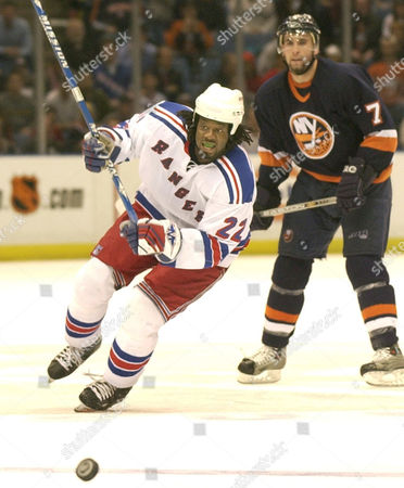 CARTER New York Rangers' Anson Carter skates down ice after the puck as New York Islanders Trent Hunter watches during the Rangers' 4-2 victory over the Islanders, at Nassau Coliseum in Uniondale, N.Y. Carter scored one of the Rangers' four goals