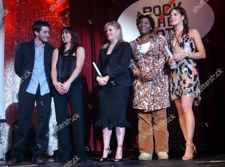 Stock Image of BRANCH From left, actor Jake Gyllenhaal and singer Michelle Branch, presenters, stand with Dixie Chicks' Natalie Maines, Rock the Vote Executive Director Jehmu Greene and Dixie Chicks' Emily Robison after the Dixie Chicks received the Patrick Lippert Award at the Rock the Vote Awards in Los Angeles