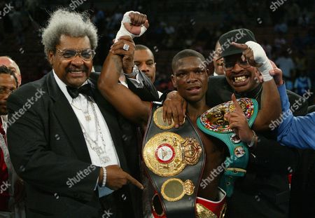 SPINKS KING SPINKS Don King, left, Cory Spinks, and his father Leon Spinks pose after Cory Spinks won a 12 round unanimous decision over Zab Judah at the Mandalay Bay Resort Hotel & Casino in Las Vegas. Spinks took the undisputed welterweight title