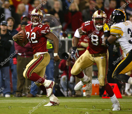 BARLOW OWENS SCOTT San Francisco 49ers running back Kevin Barlow, left, runs for a touchdown as Terrell Owens, center, blocks Pittsburgh Steelers' Chad Scott, right, in the third quarter in San Francisco