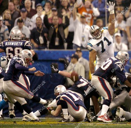 VINATIERI New England Patriots kicker Adam Vinatieri, left, misses a field goal during the first quarter against the Carolina Panthers in Super Bowl XXXVIII in Houston, . Defending is Panthers Matt Willig (71