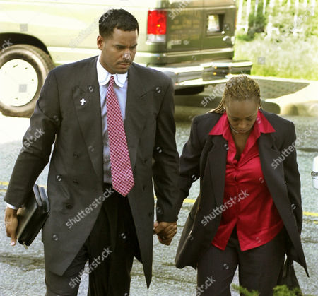 WILLIAMS Jayson Williams and his wife, Tanya, arrive at the Somerset County Courthouse in Somerville, N.J., for the fourth day of jury deliberations in his manslaughter trial, . Williams is on trial for the shotgun shooting and killing of driver Costas Christofi at Williams' estate in Alexandria Township, N.J., Feb. 14, 2002
