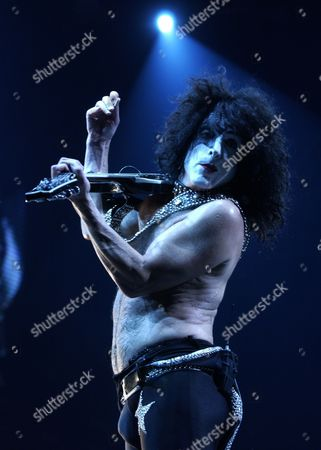 STANLEY KISS guitarist Paul Stanley performs on the opening night of their 36 venue tour at the Meadows Music Center in Hartford, Conn