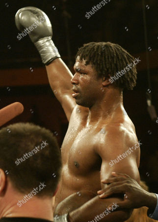 BYRD International Boxing Federation heavyweight champion Chris Byrd raises his hands in victory after defeating challenger Fres Oquendo in an unanimous decision in a twelve-round IBF heavyweight chapionship fight at Mohegan Sun Arena, in Uncasville, Conn