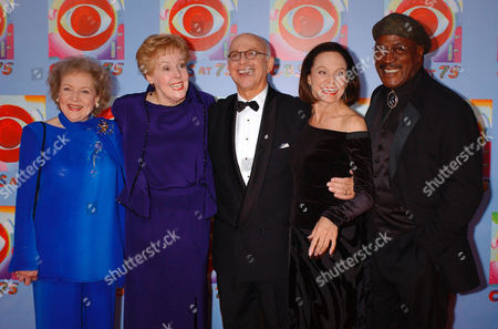 Actors Betty White, left, Georgia Engel, second left, Gavin MacLeod, center, Valerie Harper, second right, and John Amos pose for photographers during arrivals at CBS's 75th anniversary celebration, in New York