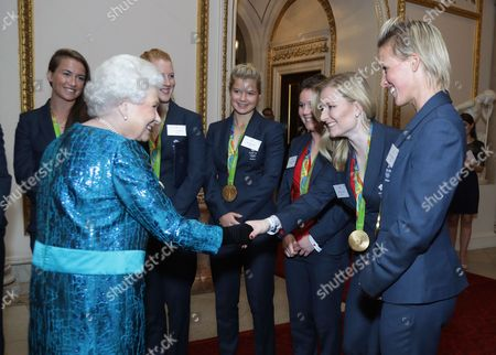 Queen Elizabeth II and the women's hockey team, Nicola White, Sophie Bray, Laura Unsworth, Hollie Webb and Alexandra Danson