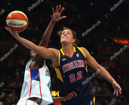 WHITE ROBINSON Indiana Fever's Stephanie White (22) shoots around defending New York Liberty's Crystal Robinson during the first half of the game in New York on