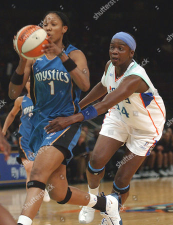 HOLDSCLAW PHILLIPS New York Liberty Tari Phillips (24) attempts to steal the ball from Washington Mystics Chamique Holdsclaw in the first half at Madison Square Garden in New York