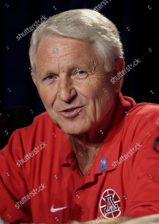 OLSON Arizona coach Lute Olson answers a question during a news conference in Anaheim, Calif., . Arizona will face Kansas on Saturday in the NCAA Western Regional finals