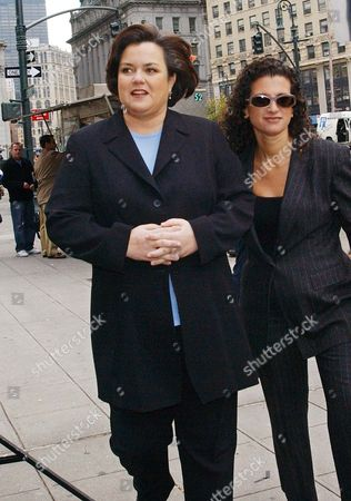 """O'DONNELL BERGER Rosie O'Donnell arrives at Manhattan state Supreme Court on the sixth day of her trial with her publicist Cindi Berger, right, in New York. O'Donnell and """"Rosie"""" publisher Gruner+Jahr USA are suing each other for breach of contract after she quit the magazine in mid-September 2002, following a dispute over editorial control"""