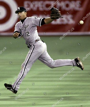 ALOMAR Chicago White Sox second baseman Roberto Alomar loses control of a grounder by Minnesota Twins' Luis Rivas during the third inning in Minneapolis. Rivas was safe at first, and Cristian Guzman scored