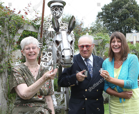 Baron Donat Von Richthofen (Great Nephew of Manfred Von Richthofen-The Red Baron) with (left)) Meriel Jones (Great Niece of Captain Tom Rees) and Jill Bush (Cousin of 2nd Lieutenant Lionel Morris-former Whitgift pupil) make a toast with replica Red Baron Trophies