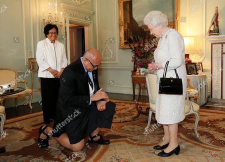 George Konrote, President of Fiji, his wife Sarote Konrote and Queen Elizabeth II