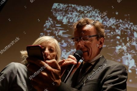 Italian Space Agency President Roberto Battiston and Italian Education Minister Stefania Giannini check a message announcing the landing of the Schiaparelli space module during an event on the occasion of the insertion of the Trace Gas Orbiter into orbit around Mars, and the landing of the Schiaparelli module on the surface of the planet, in Rome