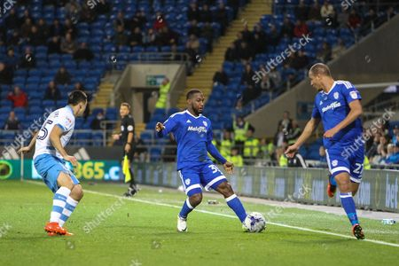 Junior Hoilett of Cardiff City passes to Marouane Chamakh  during the EFL Sky Bet Championship match between Cardiff City and Sheffield Wednesday at the Cardiff City Stadium, Cardiff