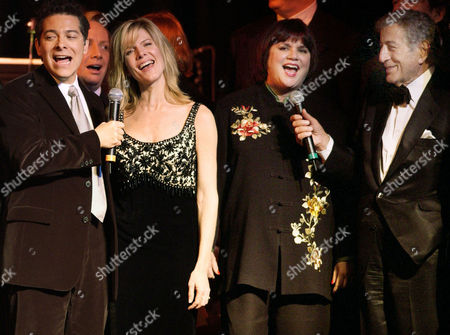 "BENNETT Music recording artists, from left: Michael Feinstein, Debby Boone, Linda Ronstadt and Tony Bennett perform at ""An Evening to Remember Rosemary Clooney,"" in Beverly Hills, Calif"
