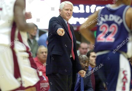 OLSON Arizona coach Lute Olson yells out plays to his players in the first half against Washington State at Friel Court in Pullman, Wash., on