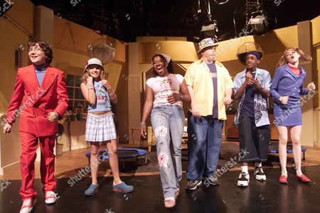 """FOILES The cast of Nickelodeon's """"All That"""" appear on stage for a taped segment in front of an audience in the Hollywood section of Los Angeles . From left are Kyle Sullivan, Jamie Spears (the younger sibling of superstar Britney Spears), Giovonne Samuels, Shane Lyons, Bryan Hearne and Lisa Renee Foiles. Spears expects to act for awhile before launching a singing career"""