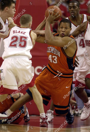 HOBBS Maryland's Steve Blake (25), Nik Caner-Medley, left, and Travis Garrison (4) close in on Clemson's Chris Hobbs (43) during the first half, in College Park, Md