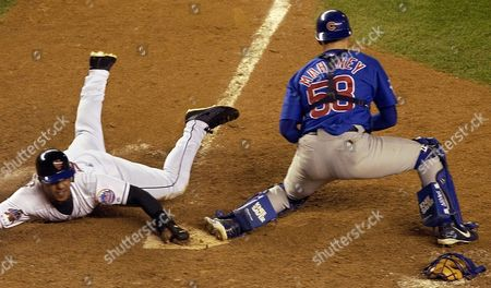 GONZALEZ MAHONEY New York Mets' Raul Gonzalez scores the winning run on a hit by Roger Cedeno to give the Mets a 3-2 victory over the Chicago Cubs in 12 innings, at Shea Stadium in New York. Cubs catcher Mike Mahoney waits for a throw from thrid baseman Mark Bellhorn