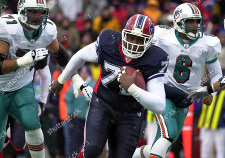 LUCAS AHANOTU WADE Buffalo Bills' Chidi Ahanotu (72) recovers a fumble by Miami Dolphins quarterback Ray Lucas (6) as Dolphins Todd Wade (71) trails during the second quarter of the game at Ralph Wilson Stadium in Orchard Park, N.Y