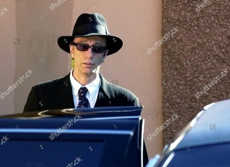 GIBB Robin Gibb is about to enter a limousine as he leaves a funeral home in Miami Beach, Fla. after attending a service for his twin brother Maurice Gibb who died Sunday at age 53