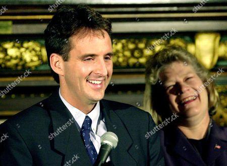 PAWLENDY MOLNAU Minnesota Gov.-elect Tim Pawlenty and Carol Molnau, lieutenant governor-elect, enjoy a laugh during a news conference in St. Paul, Minn., where they met with Gov. Jesse Ventura