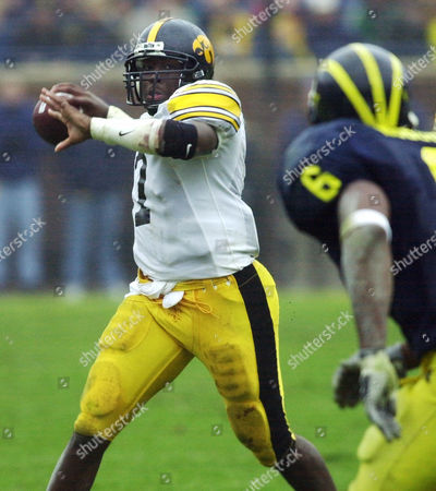 BANKS HOBSON Iowa quarterback Brad Banks looks to pass against Michigan's Victor Hobson (6) in the second half, in Ann Arbor, Mich. Banks completed 18 of 29 passes for 222 yards and three touchdowns in their 34-9 win