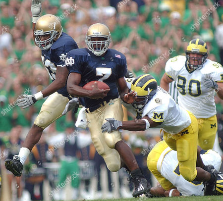 HOLIDAY POWERS-NEAL HOBSON Notre Dame quarterback Carlyle Holiday (7) breaks a tackle from Michigan linebacker Victor Hobson (6) while avoiding teammate Rashon Powers-Neal, left, in the first quarter in South Bend, Ind