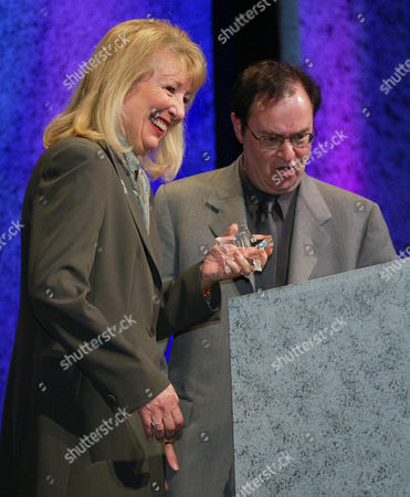 GARR LANDER Actor David Lander, right, gets a laugh from Actress Teri Garr as he presents her with the Shining Star Award for her courage and conviction in support of the Multiple Sclerosis cause during the MS Society's Leadership Conference in Nashville, Tenn., . Both Lander and Garr have been diagnosed with MS and are speaking out about their challenges to bring awareness to the disease