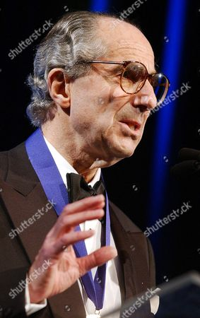 """ROTH Philip Roth speaks after receiving the 2002 National Book Foundation """"Medal for Distinguished Contribution to American Letters"""" in New York"""