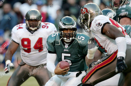 SPIRES RICE MCNABB Philadelphia Eagles quarterback Donovan McNabb (5) challenges the defense of Tampa Bay Buccaneers' Simeon Rice, right, and Greg Spires (94) in the second quarter during the NFC Championship game at Veterans Stadium in Philadelphia