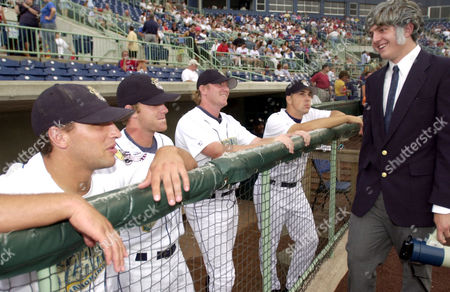 PARK Congressman James A. Traficant look-alike Phil Eckenrode, 19, of Mineral Ridge, Ohio, jokes with members of the Mahoning Valley Scrappers, prior to the team's game against the Jamestown Jammers, Wednesday, Aug.l 14, 2002, in Niles, Oh. Traficant was a congressman in the Mahoning Valley