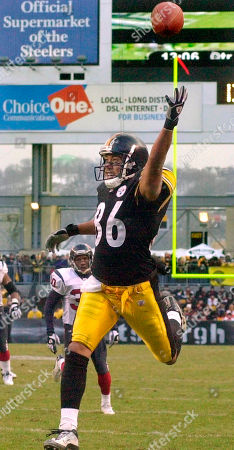 Stock Picture of WARD SIMMONS Pittsburgh Steelers receiver Hines Ward (86) has as a potential fourth quarter touchdown pass from quarterback Tommy Maddox sail over his head as Houston Texans corner back Jason Simmons (30) watches, in Pittsburgh. The Texans beat the Steelers 24-6