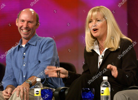 "HUNT LAKE Actress Bonnie Hunt, right, who stars in the new ABC show ""Life with Bonnie,"" jokes with reporters as the show's executive producer Don Lake looks on during the Television Critics Association Press Tour in Pasadena, Calif"