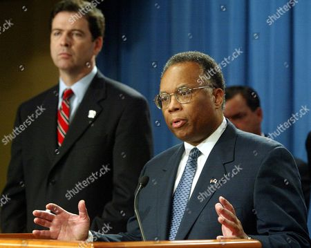 """THOMPSON COMEY Deputy Attorney General Larry Thompson, right, stands with US Attorney James Comey as they announce the Adelphia Communications Company founder, former chairman and CEO John Rigas were arrested today along with two of his sons, accused of looting the now-bankrupt company and using it as their """"personal piggy bank."""", during a news conference at the Justice Department in Washington"""