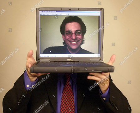"""MITNICK Computer hacker turned author Kevin Mitnick poses for a portrait, in Las Vegas. Barred by the terms of his probation from messing with computers, ex-convict hacker Kevin Mitnick has turmed to writing about them, baring the tricks of his former trade in a forthcoming book, """"The Art of Deception."""" Mitnick has been given permission to use a computer to write his book"""