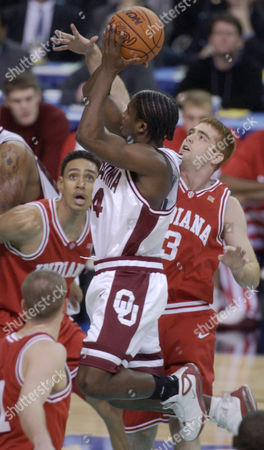 WHITE JEFFRIES COVERDALE Oklahoma guard Quannas White (4) drives past Indiana foward Jared Jeffries (1), left, and Tom Coverdale (3), right, during first quarter play of the semifinals of the Final Four in the Georgia Dome in Atlanta