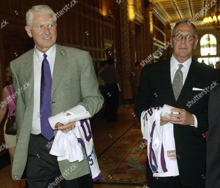 "OLSON BROWN Coaches Lute Olson, left, and Larry Brown head for the interview area at the conclusion of the Naismith Basketball Hall of Fame luncheon, in Los Angeles. The Hall's Class of 2002 includes Earvin ""Magic"" Johnson, the Harlem Globetrotters, Brown, Olson, Kay Yow and the late Drazen Petrovic"
