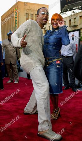 """NUNE LIL' KIM Miguel A. Nunez Jr., star of the new movie """"Juwanna Mann,"""" takes an impromptu dance break with Lil' Kim at a screening of the film, at Grauman's Chinese Theatre in Los Angeles' Hollywood district"""