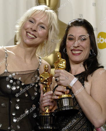 "KERNOCHAN APPELLE Sarah Kernochan and Lynn Appelle pose with their Oscar trophies for best documentary short subject for the film ""Throth"" during the 74th annual Academy Awards on in Los Angeles"