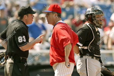 BOWA HOLLOWELL JOHNSON Philadelphia Phillies manager Larry Bowa, center, argues with umpire Matt Hollowell, as Chicago White Sox catcher Mark Johnson waits in the ninth inning, in Philadelphia. Bowa was contesting Hollowell's ejection of Pat Burrell. The Phillies lost, 6-1