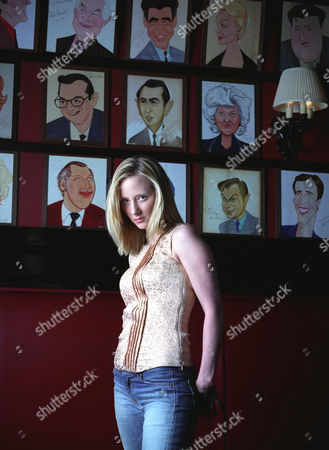 """HECHE Actress Anne Heche poses in Sardi's Restaurant in New York, . Heche replaces Jennifer Jason Leigh in the Broadway production of """"Proof,"""" the Tony Award-winning play by David Auburn that promises to blur the line between the actress and her newest role. She makes her debut July 2"""